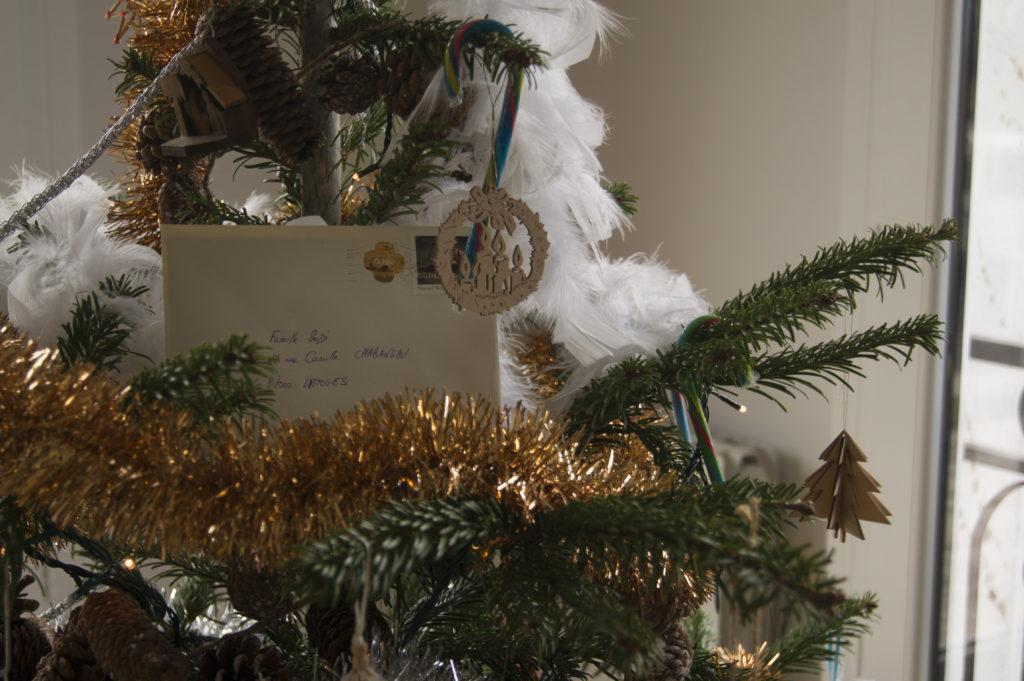 """La lettre reçue en direct de la maison du Père Noël que nous avons posté cet été pour être """"livrée"""" à Noël"""